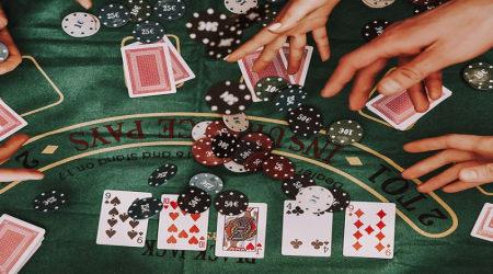 Успешный бизнесмен вызывает на командный поединок известных покеристов