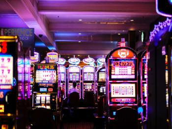 Мэр Лас-Вегаса призывает открыть все казино штата