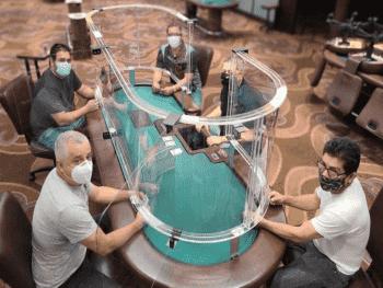 """""""Социально удаленный"""" стол появился в казино Hialeah Park"""