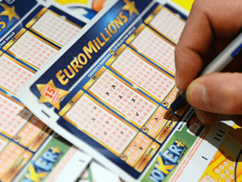 Во Франции игрок в лотерею выиграл €157 млн