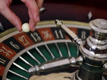 Бывший сотрудник казино подал в суд на Caesars