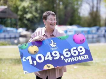 Женщина выиграла в лотерею благодаря своему внуку