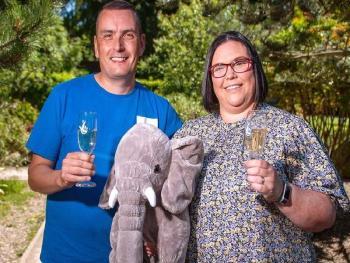 """Женщина выиграла в лотерею с помощью """"удачливых слонов"""""""