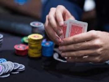 Игра без стратегии и разыгрывание всех рук. Самые популярные ошибки в покере