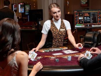 Сколько зарабатывают крупье казино?