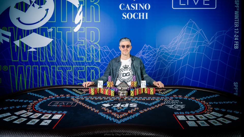 Украинец с легкостью обходит соперников на покерном фестивале в Сочи