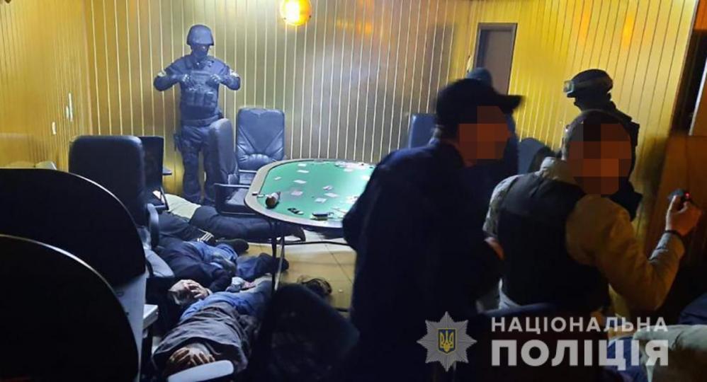 Правоохранители прикрыли подпольный покерный клуб в Запорожской области