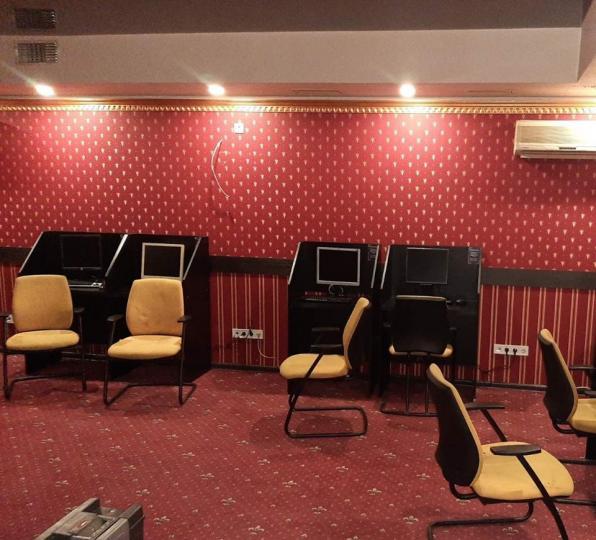 В Василькове настойчиво восстанавливает работу зал игровых автоматов