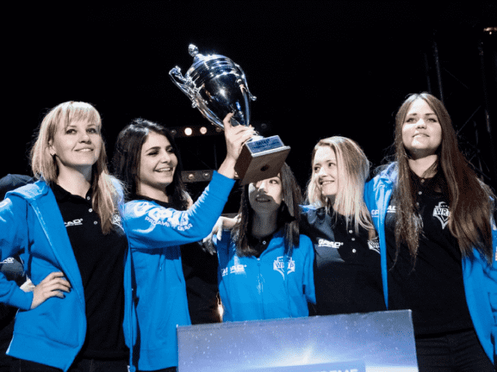 S1mple считает, что женским составам по CS:GO нужно практиковаться против мужских команд