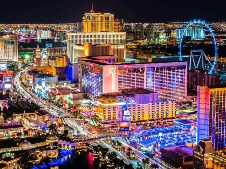 Работников казино Лас-Вегаса первыми вакцинируют от COVID-19