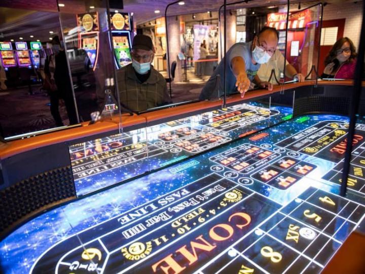 Harrah's Las Vegas добавляет в игровой зал стол для игры в кости