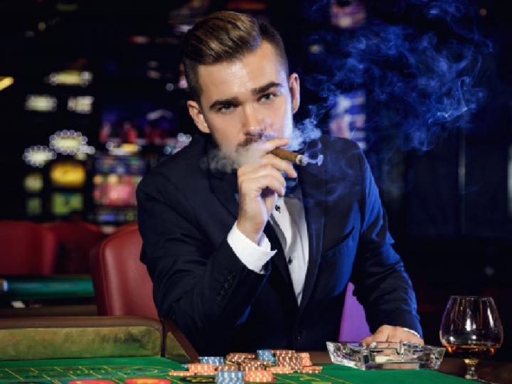 В отелях-казино Лас Вегаса запретят останавливаться курящим и несовершеннолетним