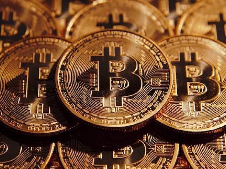 Скачки биткоина продолжаются неделю. Криптовалюта превышает 52 тыс. долларов