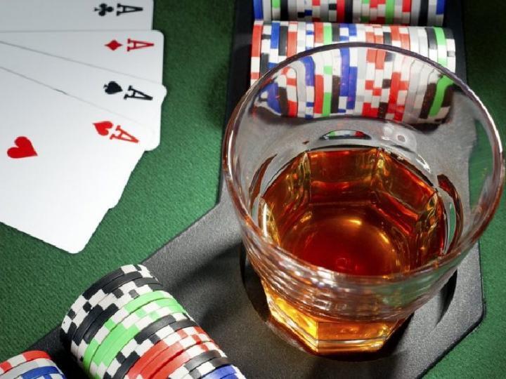 В Латвии вводят запрет на употребление алкоголя в казино