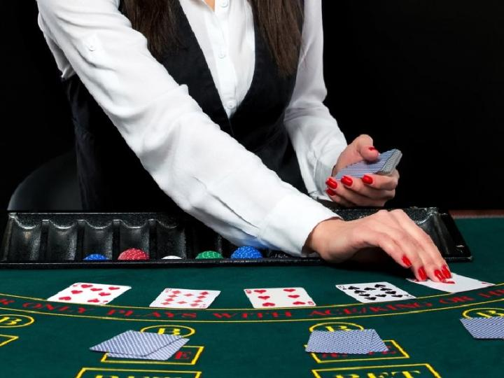 Роботы заменят дилеров казино?