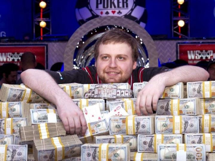 Покерист завоевал два титула за полгода