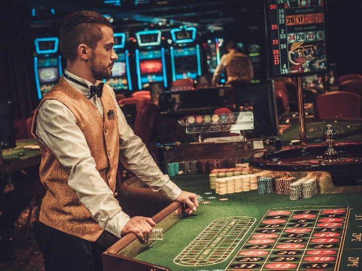 Дорогу молодым. Берут ли на работу в казино людей с опытом?